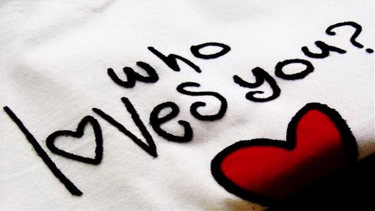 كيف تعرف أن هناك شخص يحبك من خلال 21 علامة مجلتك