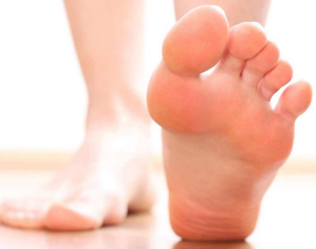 226b7090d أسباب سخونة القدمين أثناء الليل وطرق العلاج – مجلتك