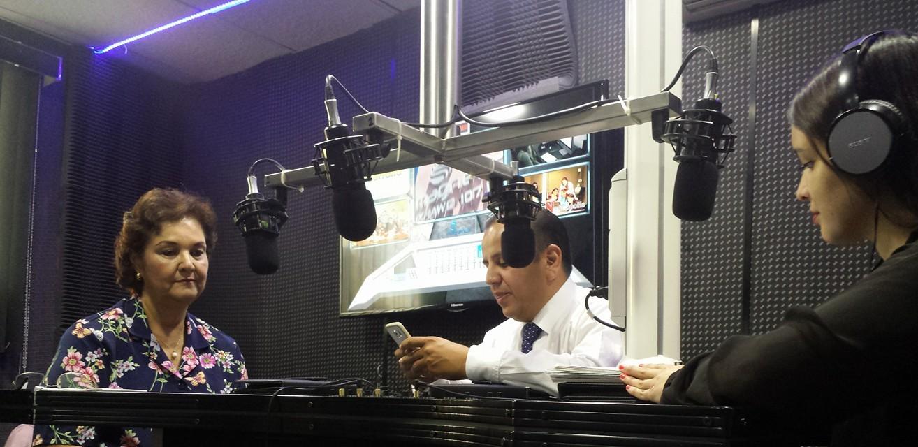 En vivo por Noricieros 7 Radio por Magnética 107.1Fm se encuentra con nosotros Fabiola Hernández Calderón con el tema Sección especializada de plantas purificadoras de la Canaco San Luis Potosí.