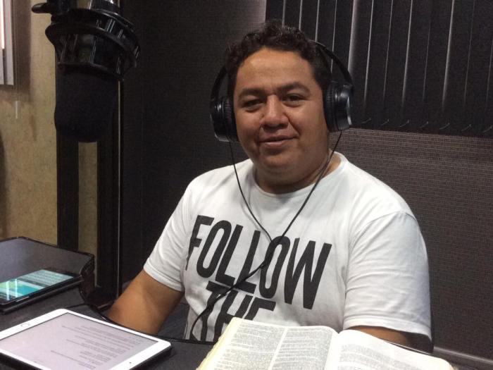 Charlie Gonzales de la Iglesia Manantial Abierto, Castillo del Rey. Y de Misericordia & Verdad