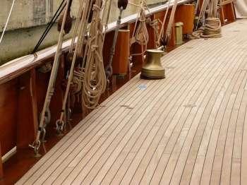 Manutenzione legno barca a vela