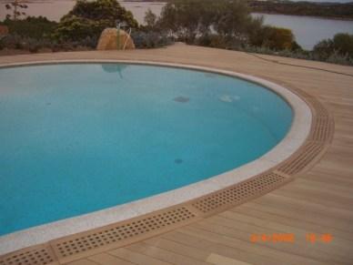 Pavimento piscina in teak