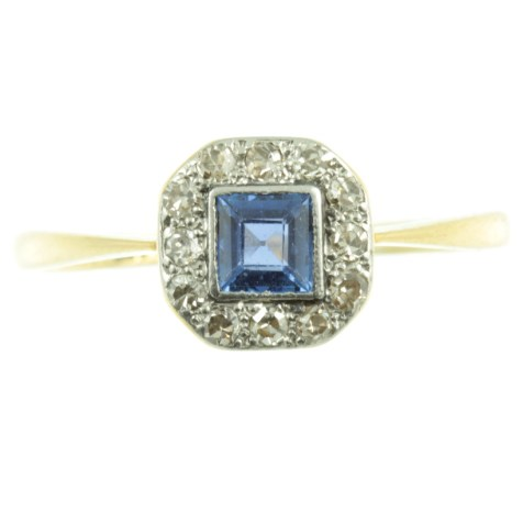5 Reasons To Buy An Antique Engagement Ring With Carus Jewellery