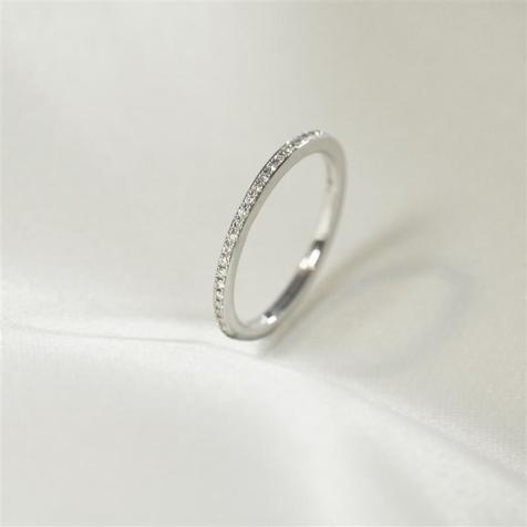 A Guide To Eternity Rings - And Why They Are A Popular Choice For A Wedding Ring
