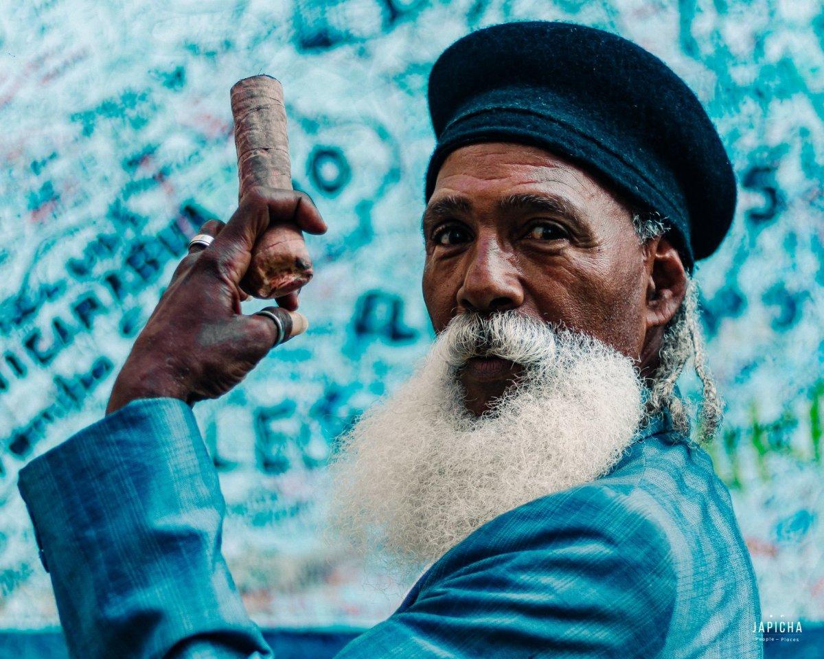 Havana grandpa outside La Bodeguita Del Medio | by Japicha
