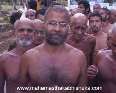 Acharya Muni 108 Sri Viragsagarji Maharaj and His Sangh.