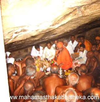 His Holiness Swasti Sri Charukeerthi Bhattarakji and other Digambar Munis involved in the worship of the foot prints of Badrabahu.