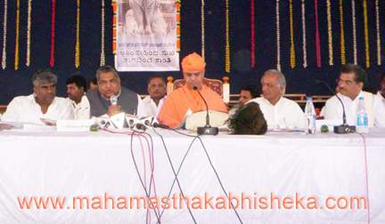Chief Minister N Dharam Singh addressing the officers at the 6th State level review meeting on the preparations for the Mahamasthakabhisheka Celebrations on Tuesday at Shravanabelagola. ,HH Swasthishri Charukeerthi Bhattaraka Swamiji, Deputy Chief Minister M P Prakash, Dharmasthala Dharamadhikari Veerendra Heggade and Public Works and Energy Minister H D Revanna are also seen.