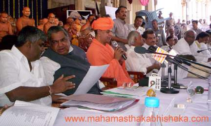 HH Swasthishri Charukeerthi Bhattaraka Swamiji addressing the officers at the 6th State level review meeting on the preparations for the Mahamasthakabhisheka Celebrations on Tuesday at Shravanabelagola. Chief Minister N Dharam Singh, Deputy Chief Minister M P Prakash, Dharmasthala Dharamadhikari Veerendra Heggade,Transport Minister Mallikarjuna Kharge, Public Works and Energy Minister H D Revanna and others are also seen. Jain Acharayas are seen in the backdrop.