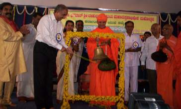 Sri D.Surendra Kumar of Dharmasthala inaugurating the Youth Conference. Also are seen in the picture Sri Charukeerthi Bhattarakha Swamiji, Sri Bhattakalanka Swamiji and other dignitaries.
