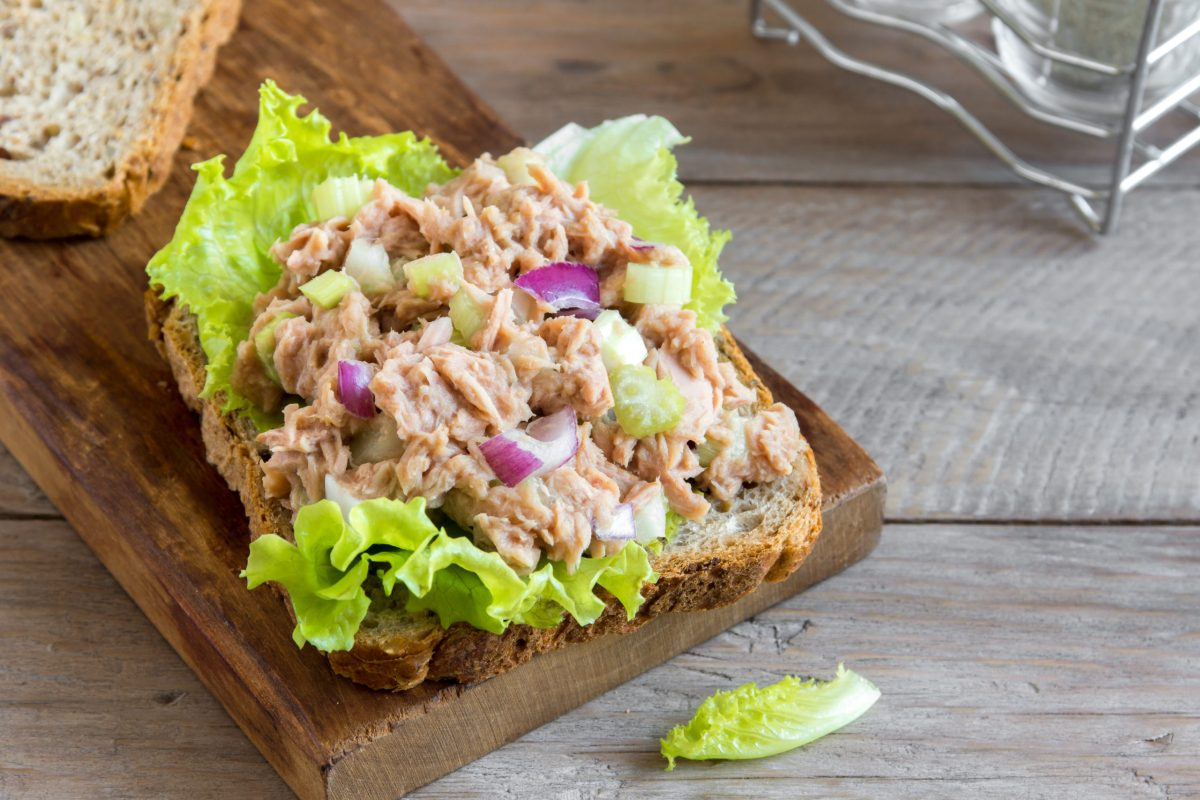 The Scoop with Lea | Mediterranean Tuna Salad 2