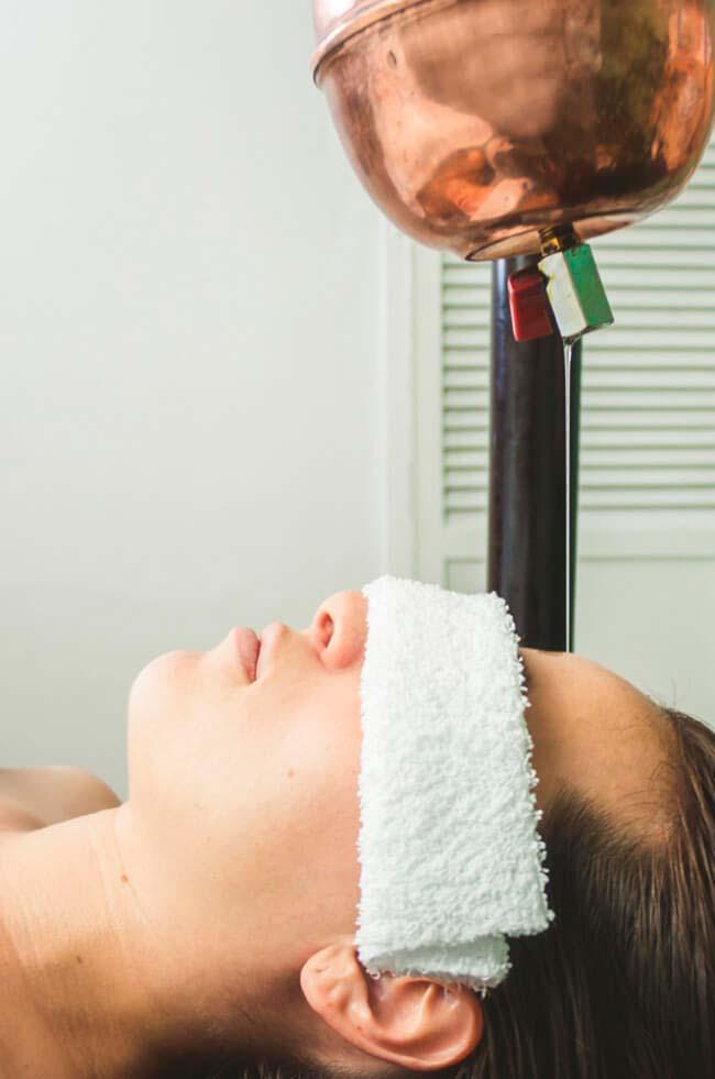 Masajes para el insomnio - Terapia shirodhara