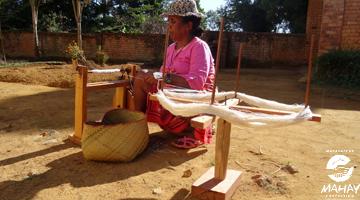 le bobinage de la soie à Madagascar avec Mahay Expédition