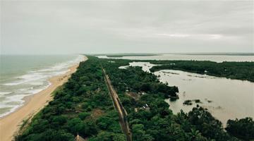 Le Canal des Pangalanes à Madagascar vue du ciel