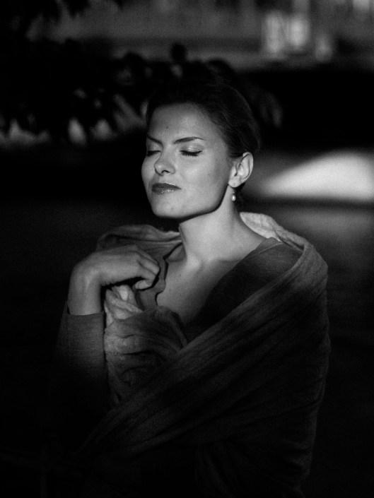 Kateryna Zhulai shoting photo paris - eyes closed