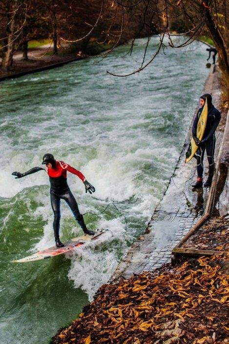 Surf à Munich   Incroyable une vague en plein centre ville 7