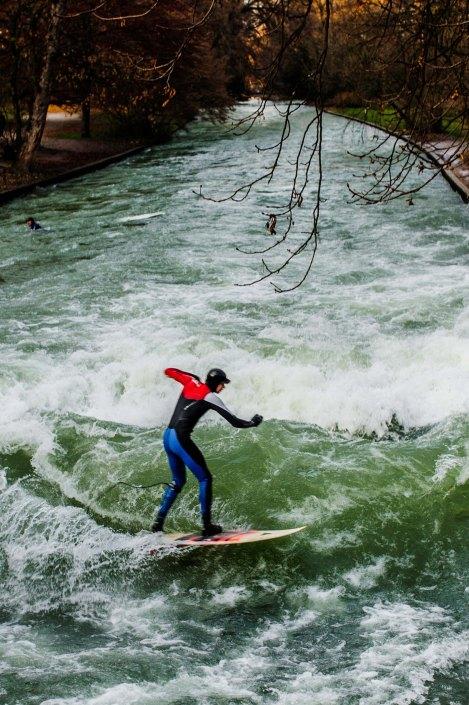 Surf à Munich   Incroyable une vague en plein centre ville 1