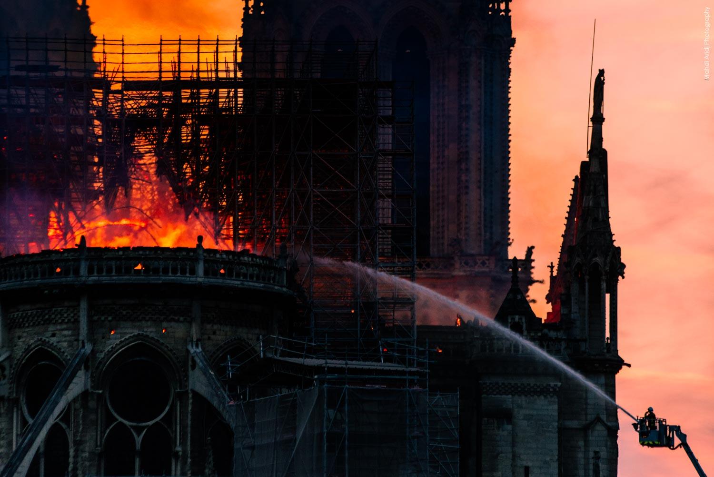 Photos de l'incendie à Notre-Dame de Paris  - Pictures of the Fire at Notre Dame Cathedral