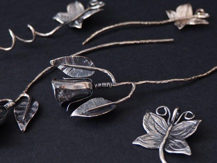 Ruusut ja perhoset hopeasta