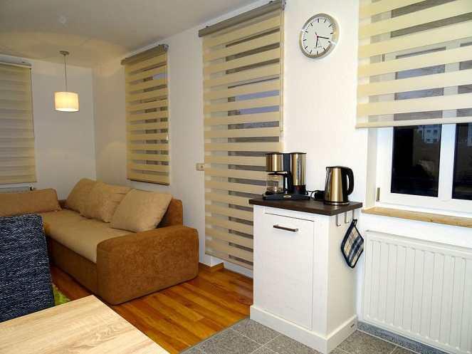Einblick in den Wohn- und Küchenbereich der Ferienwohnung in Dresden Lockwitz