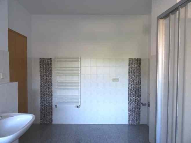 Mietwohnung Bad Gottleuba - Badezimmer zwei Waschbecken, Dusche, Wanne