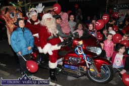 What a Welcome: Santa and Mrs Claus are left in no doubt about their VIP status as they arrive in Castleisland on Friday evening. ©Photograph: John Reidy