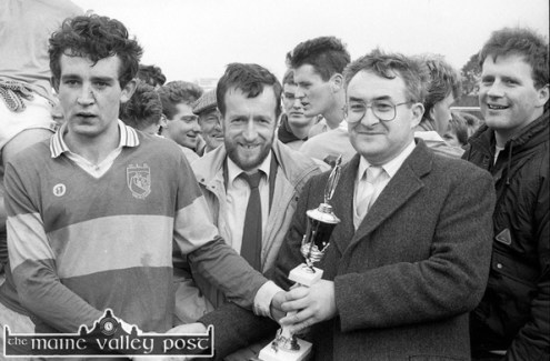 Billy Broderick presents the Man-of-the-Match award to Seán McElligott of the losing Knocknagoshel team after Brosna pipped them with a last minute, Kevin Leane point in the 1989 Co. Junior Football Championship final in Castleisland. ©Photograph: John Reidy 21-10-1989