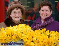 Daffodil Day sellers, Nora Mai O'Connell and Nelly Healy pictured at Garvey's SuperValu on Main Street. ©Photograph: John Reidy 19-3-2004