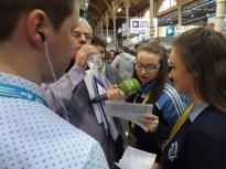 Gillian agus Molly ag caint le RTÉ Radio na Gaeltachta ag an taispeántas, BT Young Scientist.