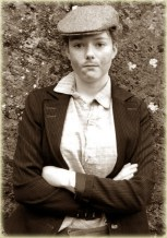 Sarah O'Mahony as a member of The Moonlighters.