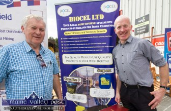 Tom Costello (left) and Michael Myers setting up their stands at the 2017 Topline Browne's Home, Agri and Builders Providers Open Day in Castleisland. ©Photograph: John Reidy