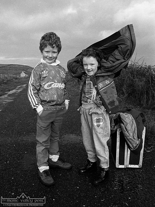 Concubhair and Clíodhna just wanted to be part of dad, Breanndán's CD shoot at Cuas. ©Photograph: John Reidy 15-12-1996