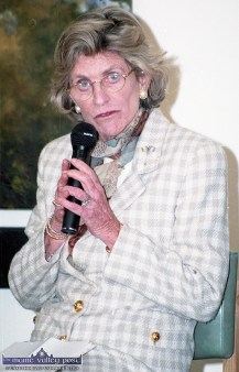 US Ambassador to Ireland, Jean Kennedy Smith addressing the gathering at the Youth in Action Week at Siamsa Tíre during her visit to tralee in 1997. ©Photograph: John Reidy 11-4-1997