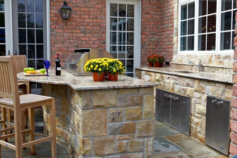 Outdoor Kitchen Grill Enclosures