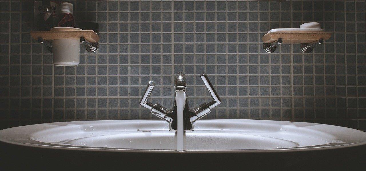 béton ciré dans une salle de bain