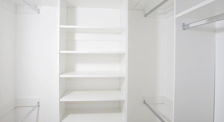 poser des etageres dans une armoire