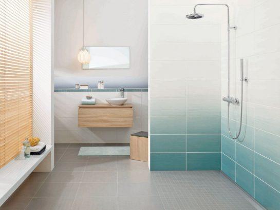 adopter la couleur dans la salle de bains