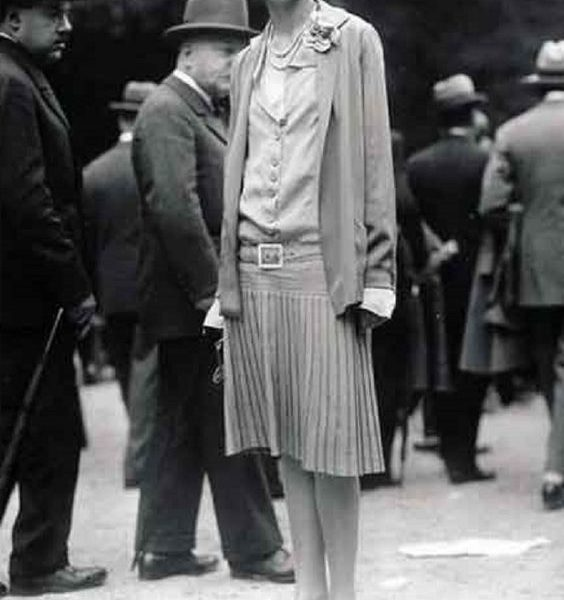 OLD PLEATED GOWN 1926