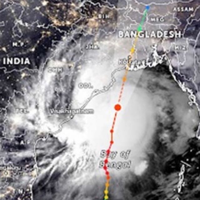 As super cyclone Amphan hurtles towards Bangladesh over 2.4 million people have been evacuated to cyclone shelters - 🏻🏻🏻🏻