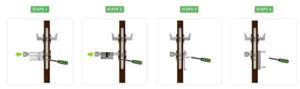 Serrure connectée Okidokeys en cours d'installation à l'intérieur d'une porte