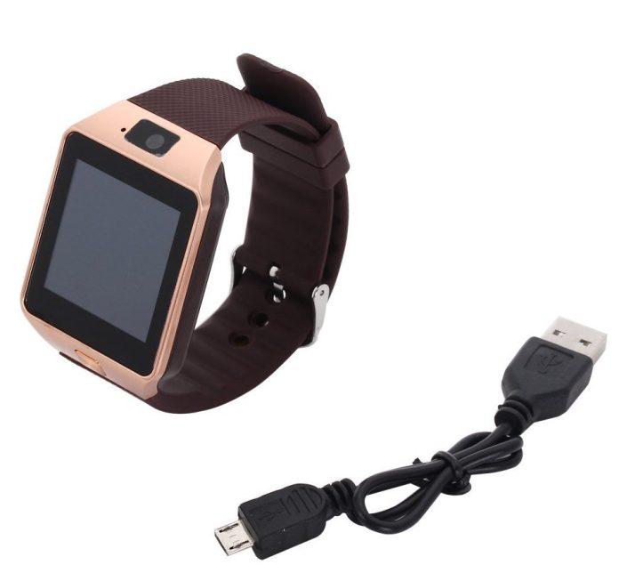 La montre téléphone EMEBAY et son câble USB