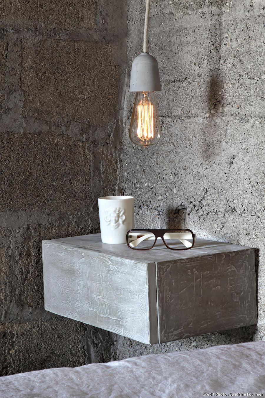 Une Table De Chevet En Ciment Maison Crative