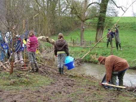 Nettoyage des cours d'eau, sensibilisation des écoles