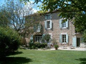 Maison d'hôtes de charme à vendre 10 km Avignon (Vaucluse)