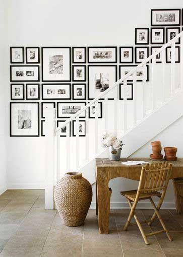 disporre quadri su scale