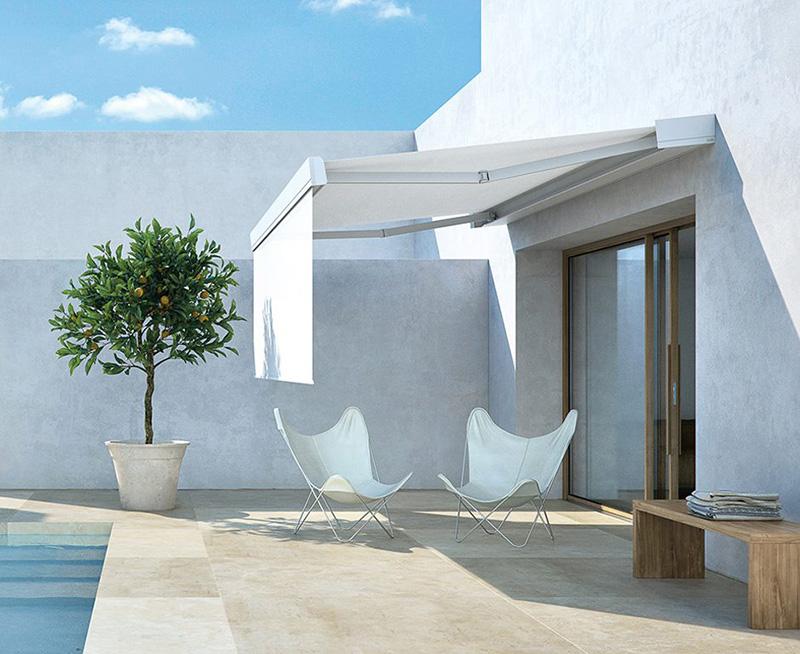 Tende da sole per balconi, modello a caduta, che si possono fissare sulla ringhiera o a pavimento. Come Scegliere Le Tende Da Sole Da Esterno Maisonlab