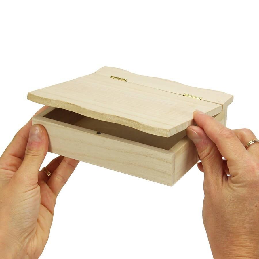boite en bois a charniere 15x15 cm a decorer