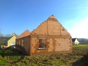 Fin de l'élévation des murs de la maison