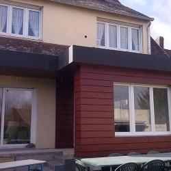 Extension de maison en bardage coloré
