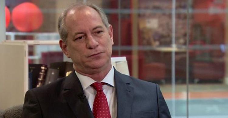 Ciro Gomes se lança pré-candidato à presidência pelo PDT